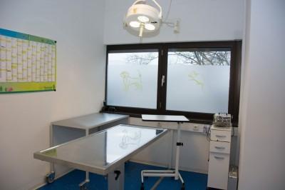 … zu operativen Eingriffen im separaten Operationsraum, …